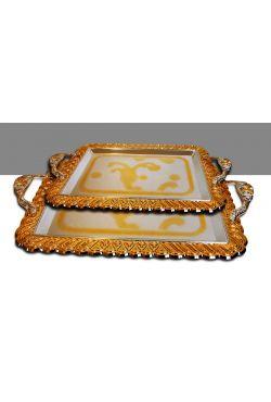 plateaux argentés ou dorés aux motifs orientaux vendu par deux