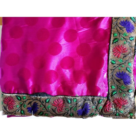 Sari robe indienne traditionnel fushia en soie satin