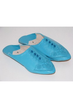 Babouche marocaine bleue en cuir brodé femme