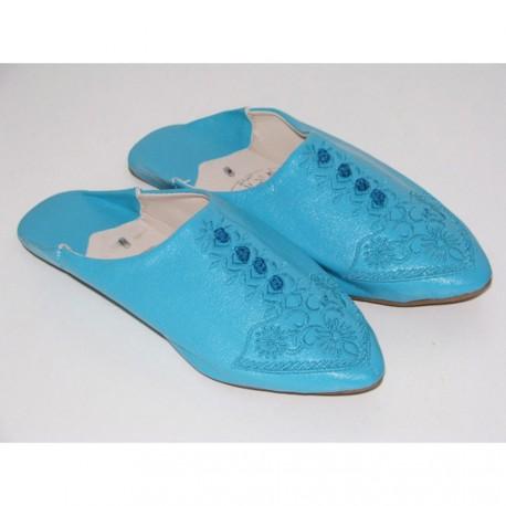 Babouches bleues en cuir brodées