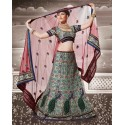 Robe indienne brodé à la main de motifs et d'arabesques