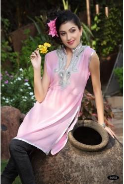 Tunique orientale rose brodée de perles