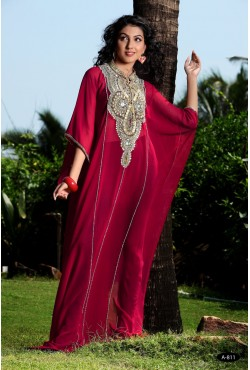 Robe orientale brodée rouge