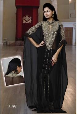 Robe orientale de Dubaï blanche brodée de perles et de pierres