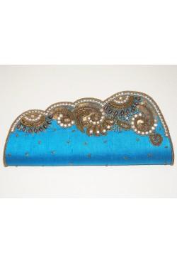 Sac de soirée en soie brute bleu brodé de perles et swarovski