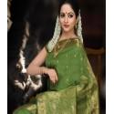 Tenue Hindi vert et doré en soie satin