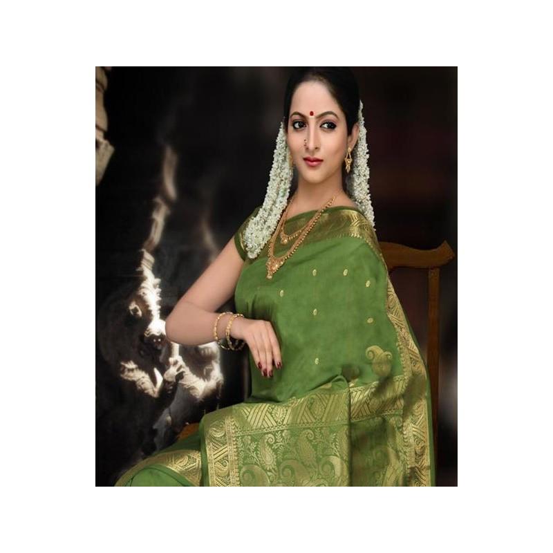 fa404d281f5 acheter Sari indien traditionnel vert et doré en soie satin pas cher