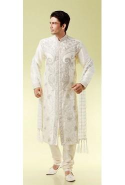 Tenue indienne de marié en blanc