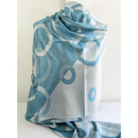Chale en soie bleu