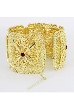 Bijou de tradition orientale bracelet avec pierres rouge en plaqué or
