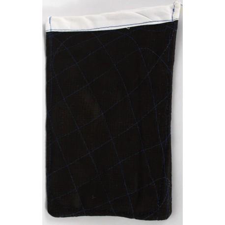 Gant de toilette noir nettoie la peau grasse du corps