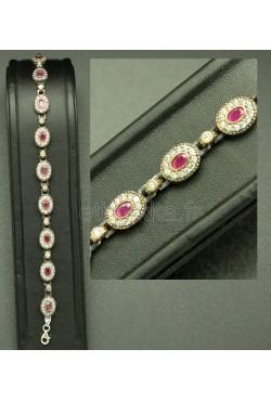 Bracelet serti de pierres semi-précieuses fait à la main