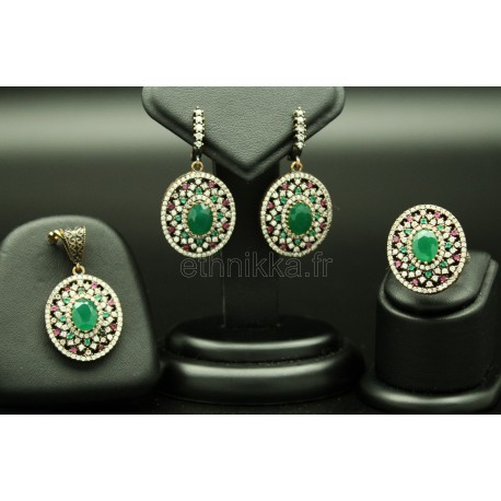 Boucles d'oreille, bague et un pendentif de Turquie harim soltan