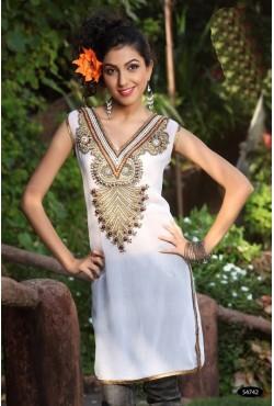 Tunique orientale blanche brodée de perles