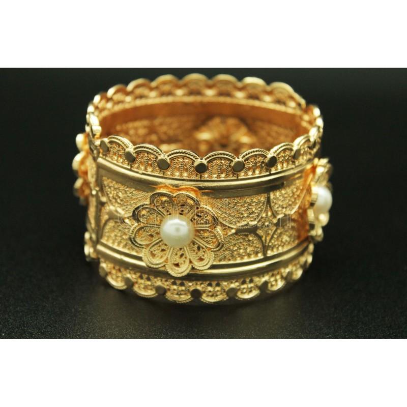 e413f7d87fa20 Bijou oriental bracelet en plaqué or orné de fleurs sertis de perles