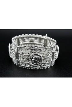 Bracelet oriental orné d'arabesques et en plaqué argent