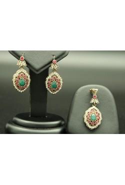 Parure Turquie en plaqué or de sertis de pierres roses et turquoise