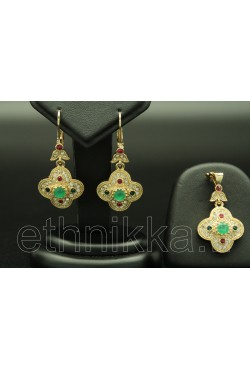 Parure de bijoux turcs sertis de pierres vertes