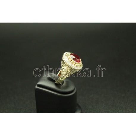 Bijou bague turque couronnée d'une pierre rouge