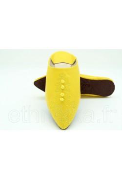 Babouche jaune en cuir brodée