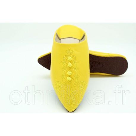 Babouches marocaine jaune en cuir brodée