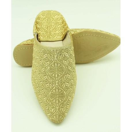 Babouche marocaine brodée au fil dorée