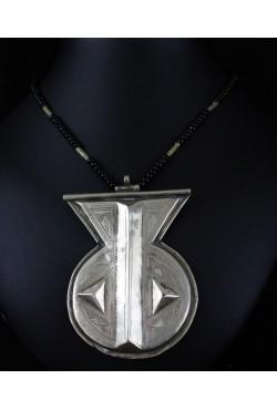Collier ethnique touareg avec perles et pendentif