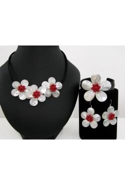 Parure en nacre blanche et perles rouge