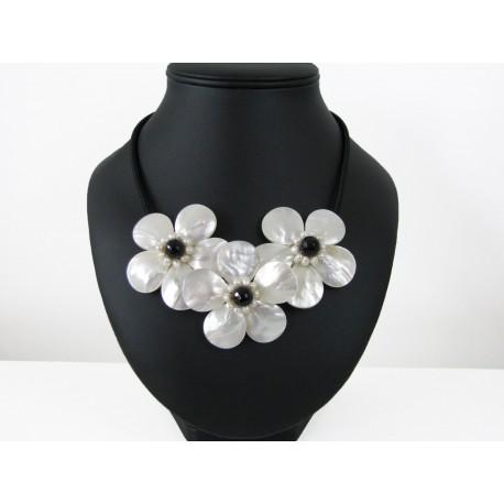 Parure en fleur nacre blanche