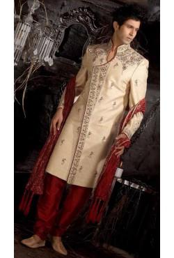 Tenue indienne de marié brodé indienne et incrusté de pierres rouge et vertes