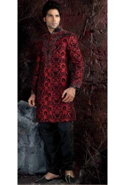 Tenue indienne de marié rouge et noir brodé et incrusté de pierres