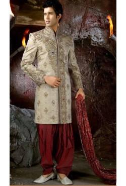 Tenue indienne de marié brodé et incrusté de pierres